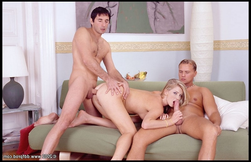 Daniella Schiffer с ухажером и его другом