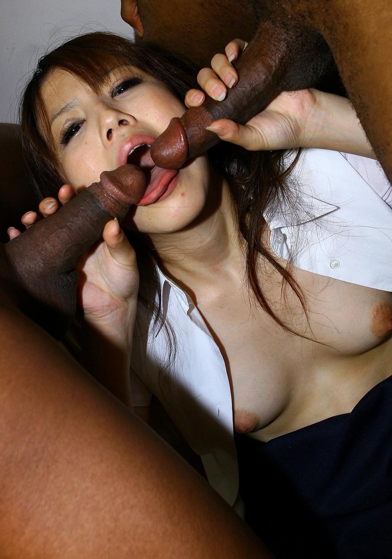 Азиатка Маи Кавана ебется с Двумя черными