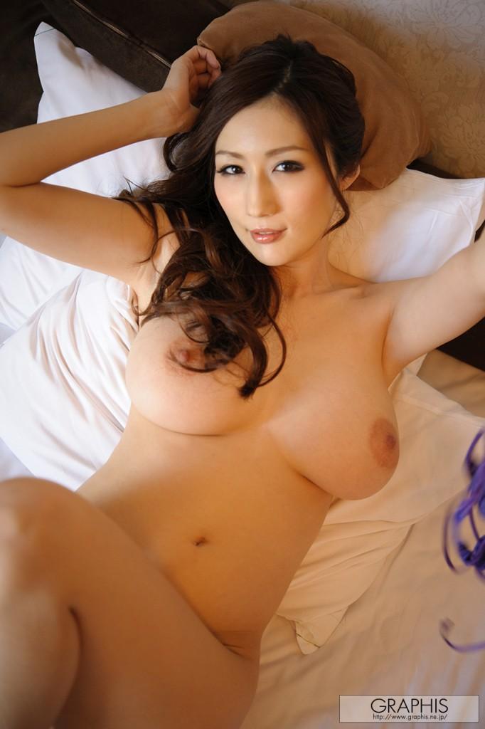 Грудастая японка в красивом белье