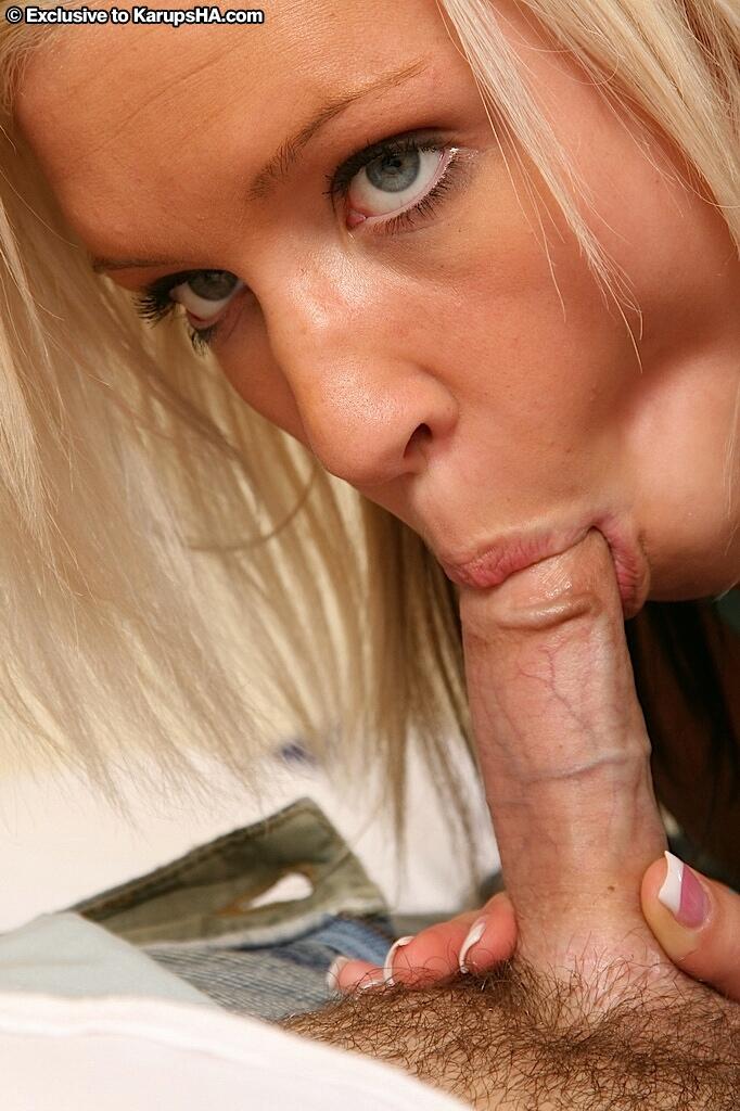 Плоскогрудая блондинка Kacey Jordan оставляет свой лифчик во время секса