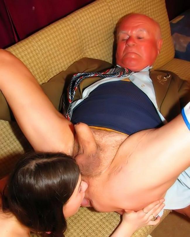 Папа со своим другом ебут его дочь секс фото