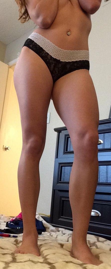 Фрау с сексуальной фигурой без белья для фотосессии интим фото