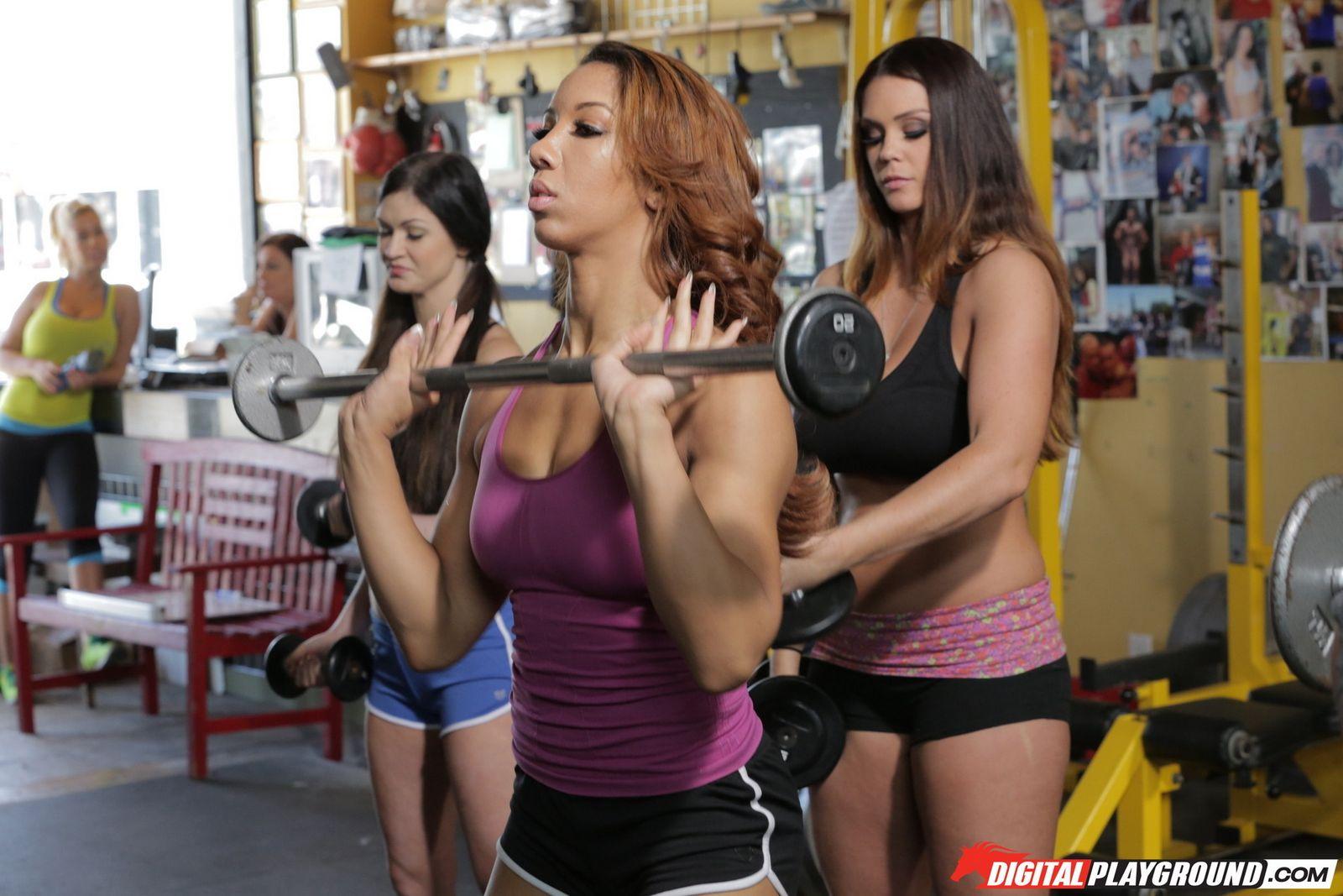 Три фитоняшки на тренировке