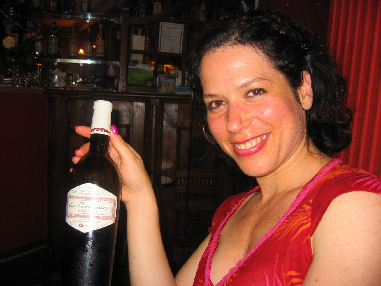 Когда выпьет, француженка Клотильда сама готова платить деньги за минет