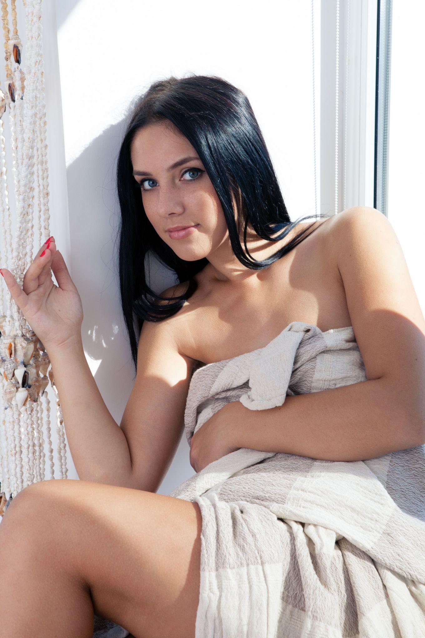 Молоденькая молдавская ню леди