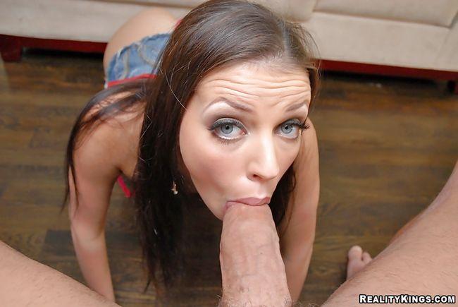 Она хочет получать оргазмы и проглатывать много кончи
