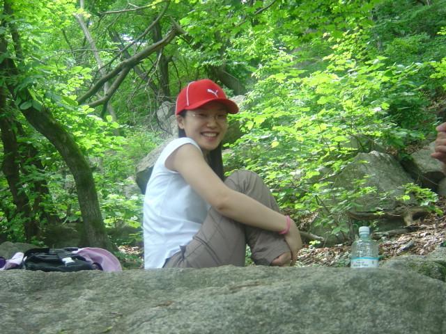 Корейская жена ебет себя огурцом и иногда порется с другом супруга