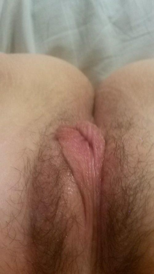 Любительские пошлячки фотографируют свои раздетые вагины