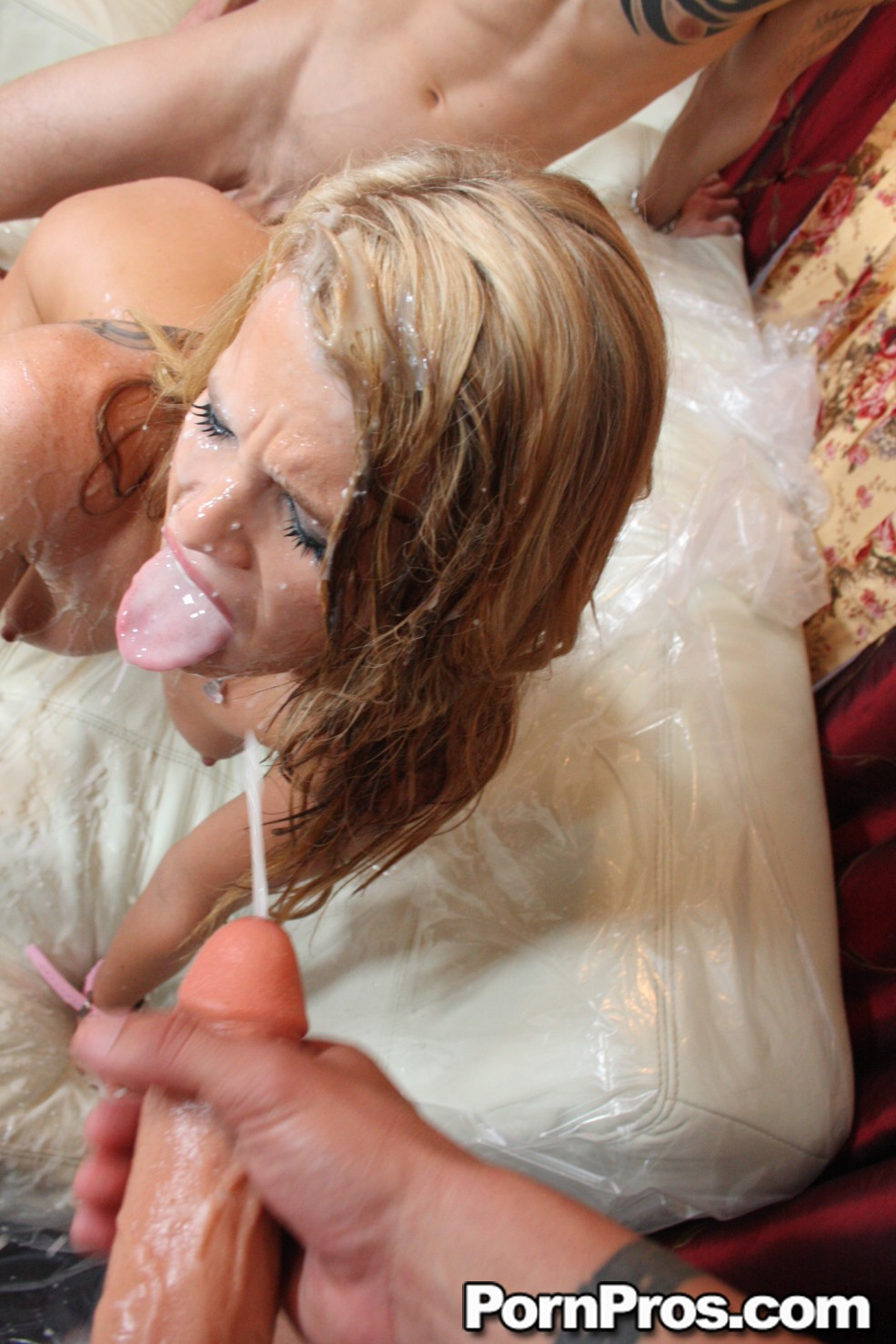 Aiden Aspen со своей подружкой  соблазнена парня