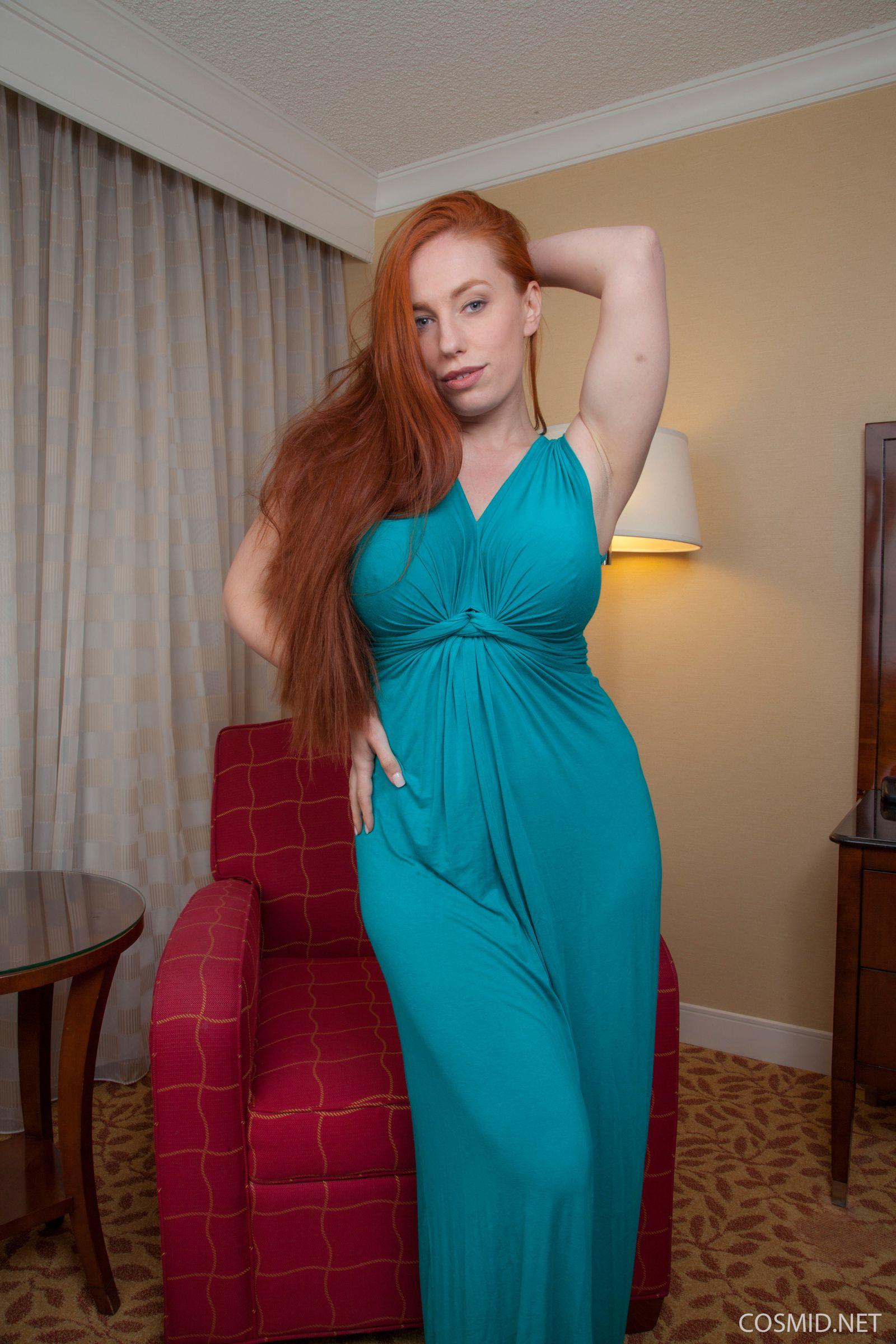 Рыжеволосая Титания в зеленом платье
