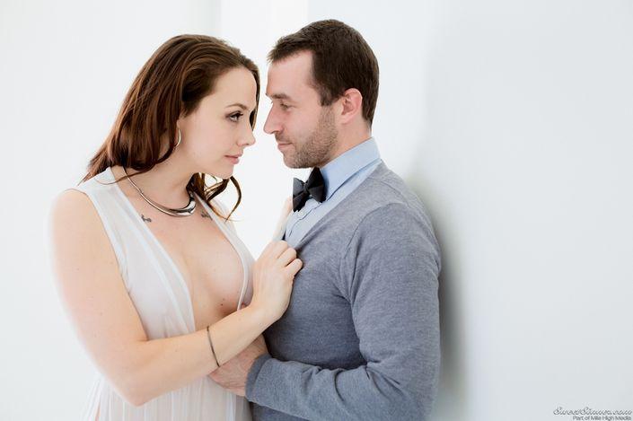 Классная брюнетка Chanel Preston с молочными титьками ебётся в нежную писю на топ порно фото