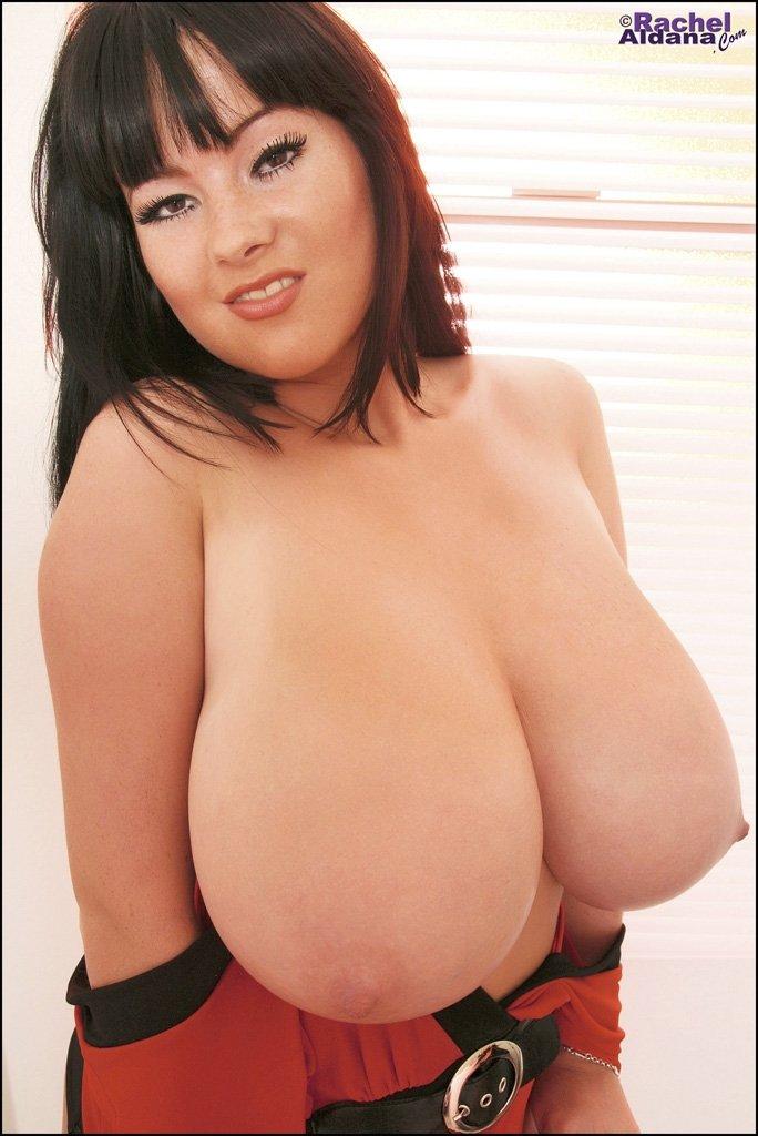 Woman с гигансткими титяндрами