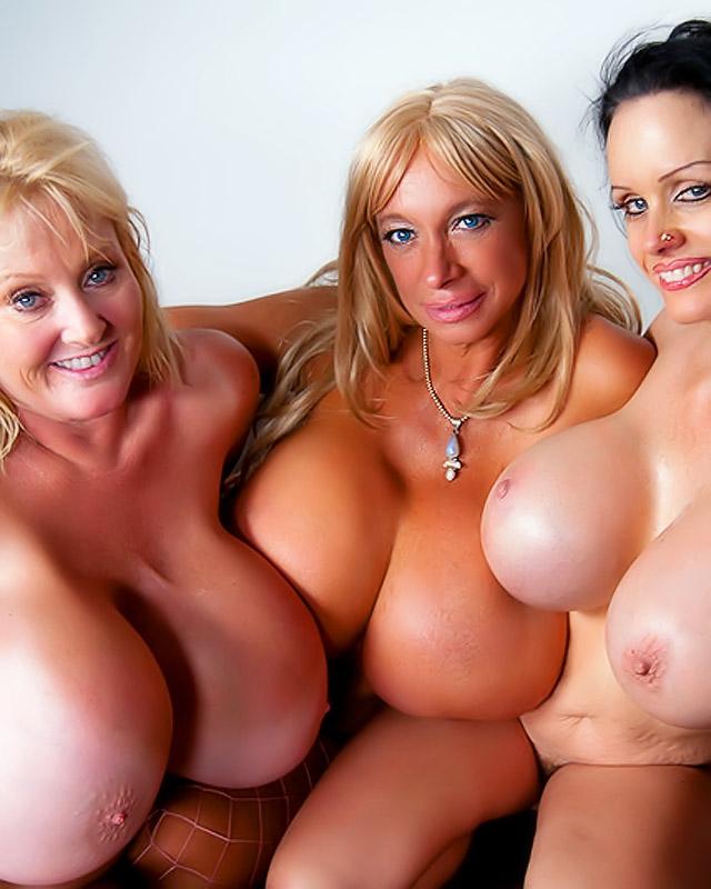 Три сексуальные бабульки забавляются с одним молодым парнишкой