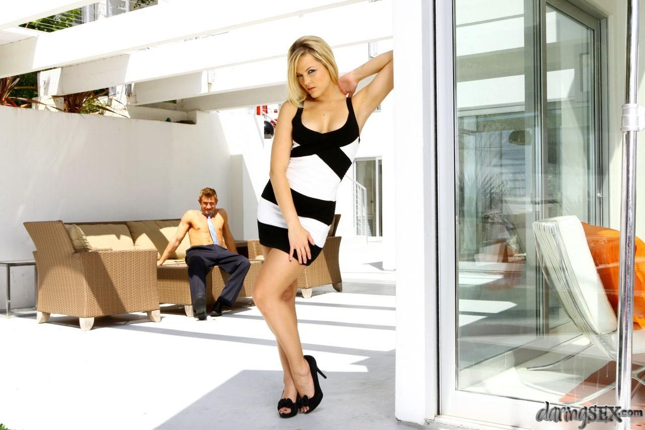 Красавицу Алексис отымел отдыхающий в летнем домике санатория